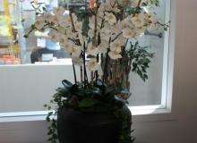 Künstliches-Orchideenarrangement