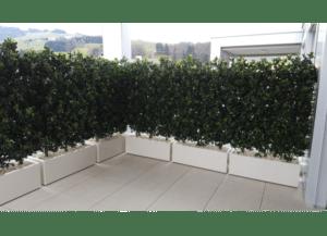 terrassengestaltung mit k nstlichen hecken dekohaus innenbegr nung und aussenbegr nung mit. Black Bedroom Furniture Sets. Home Design Ideas