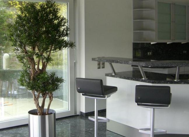 Raumbegrünung Innen mit Premium Kunstbaum in Edelstahl Gefäss