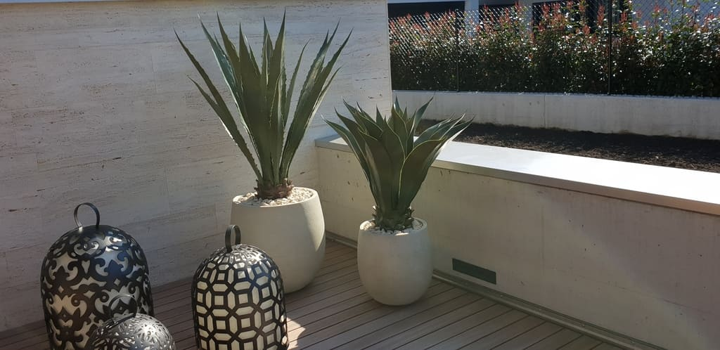 Begrünung Terrasse mit künstlichen Agaven Outdoor